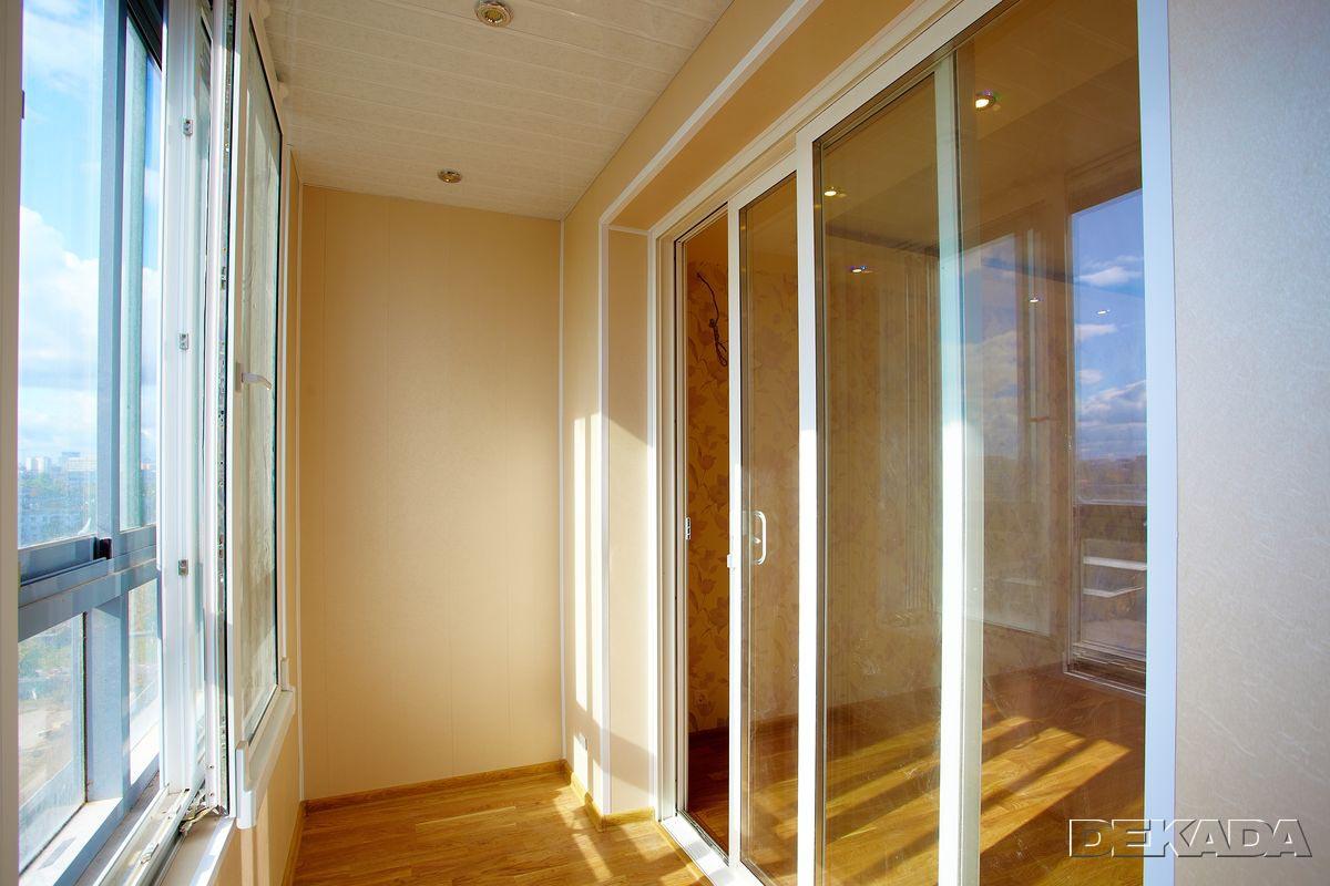 Сделать распашные окна на балконе.