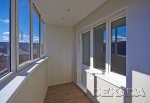 Отделка балкона панелями МДФ белого цвета
