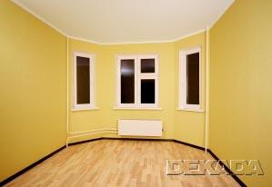 Бюджетный вариант оформления гостиной. Отделка стен задает основной тон