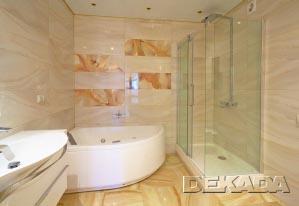 Воздушный прозрачный дизайн ванной