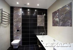 Ванна в черно-белых тонах с декорами под мозаику