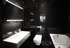 Черная ванная комната с белыми сантехприборами